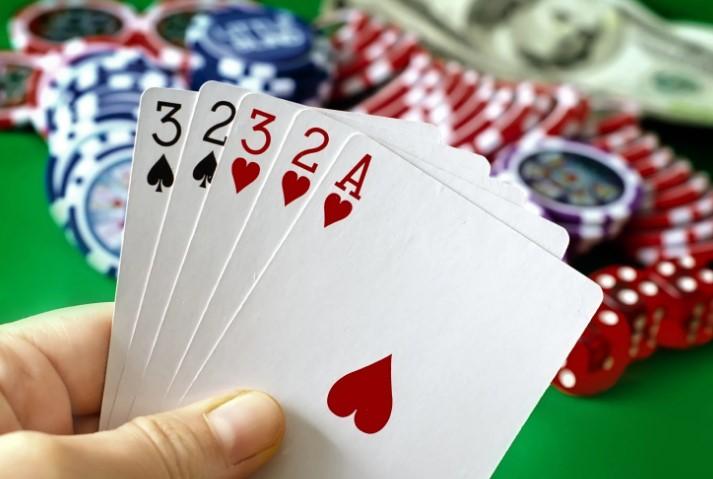 Низькі покерні карти