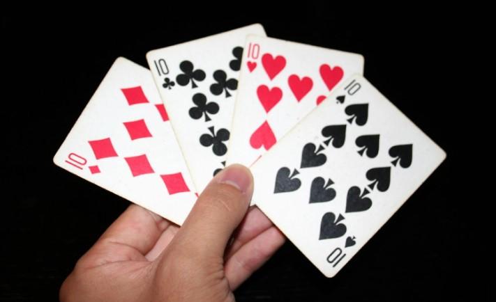 Середні покерні карти