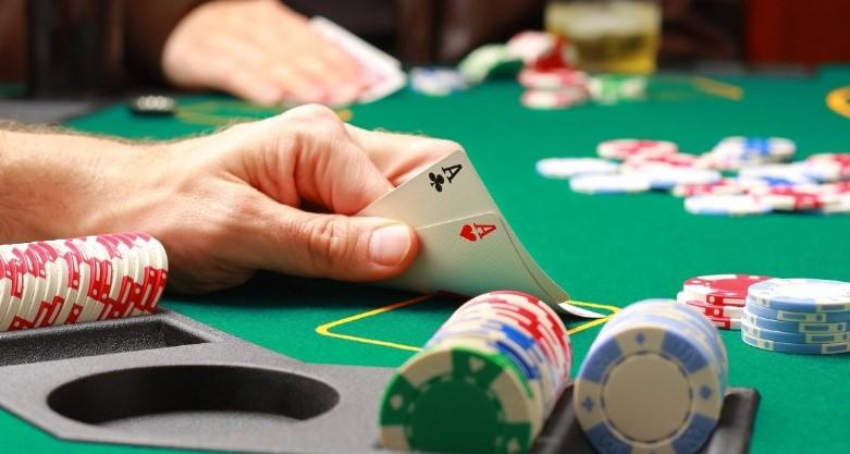 Як навчитися грати в покер за 5 хвилин