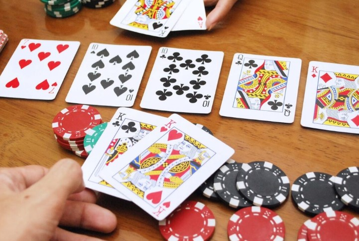 Теореми покеру: теорема Аеджонса