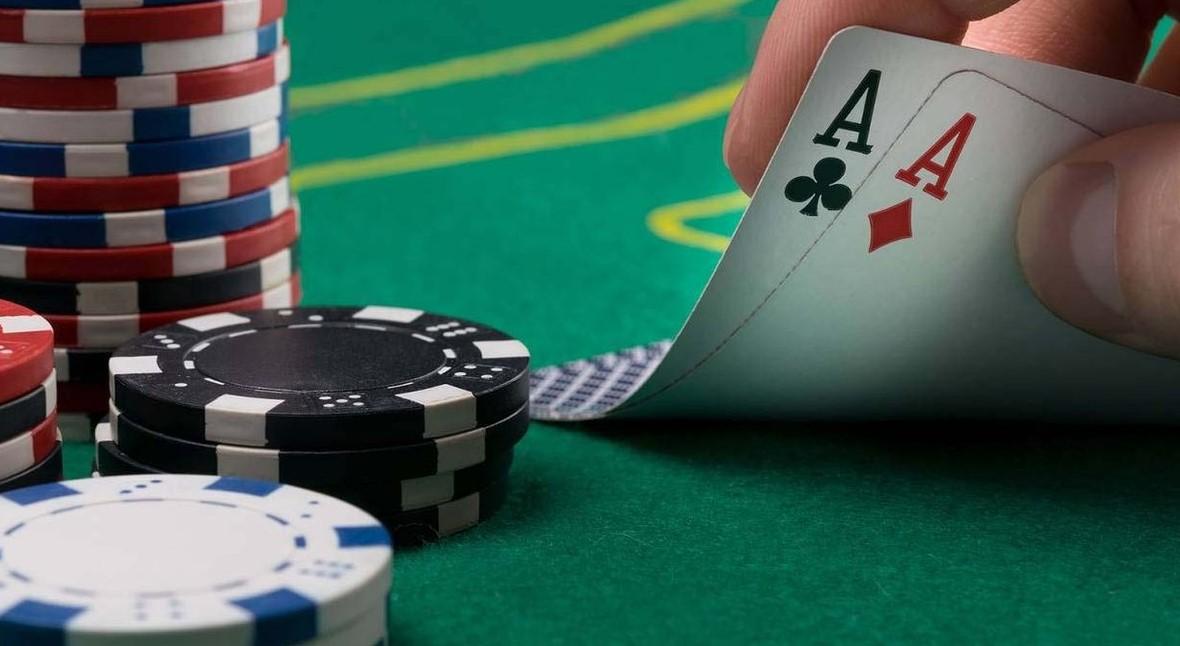 Як проходить гра за столом покеру