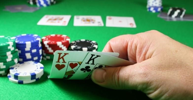 Вибір стратегії гри за лузовим столом в покері