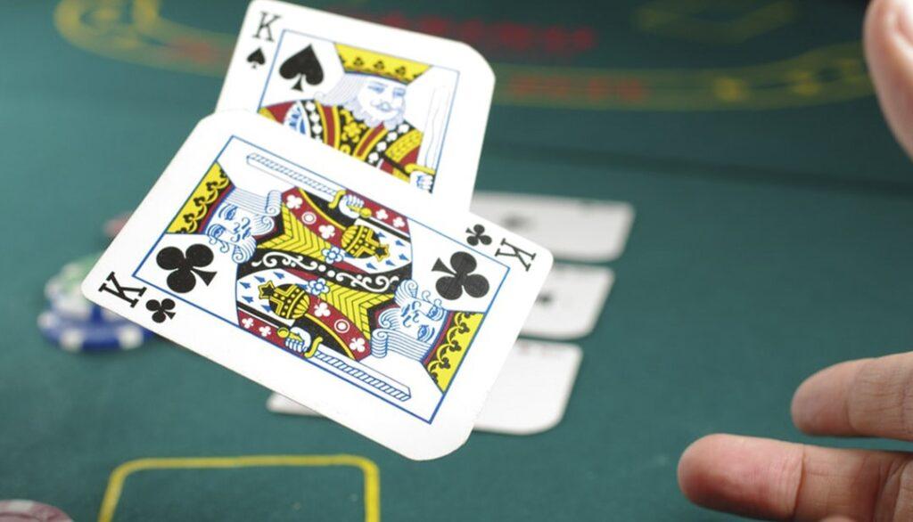 Топ-5 хибних причин для скидання карт в покері