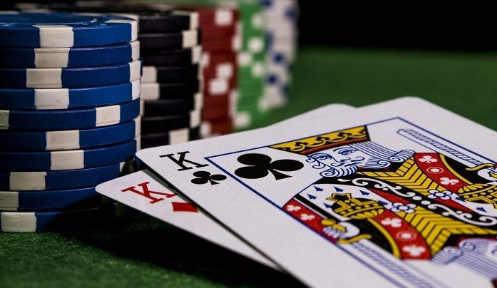 Вибір стратегії гри за тайтовим столом в покері